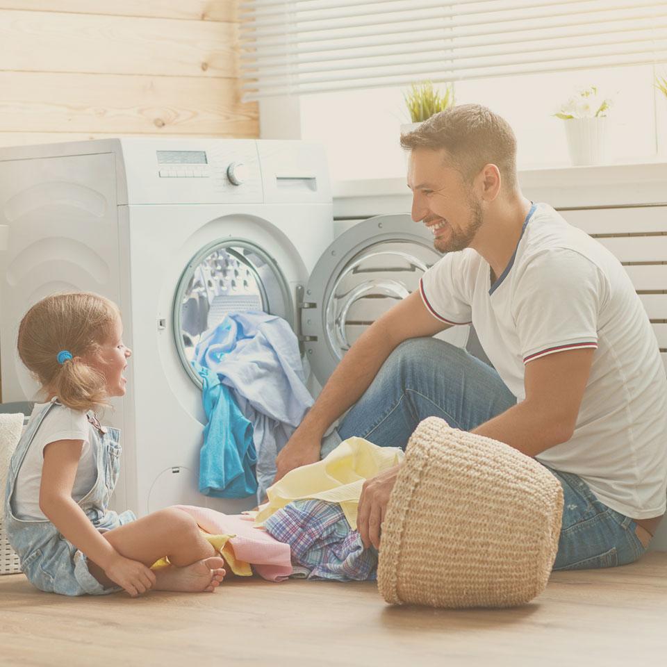 Le lavage d'un drap en lin